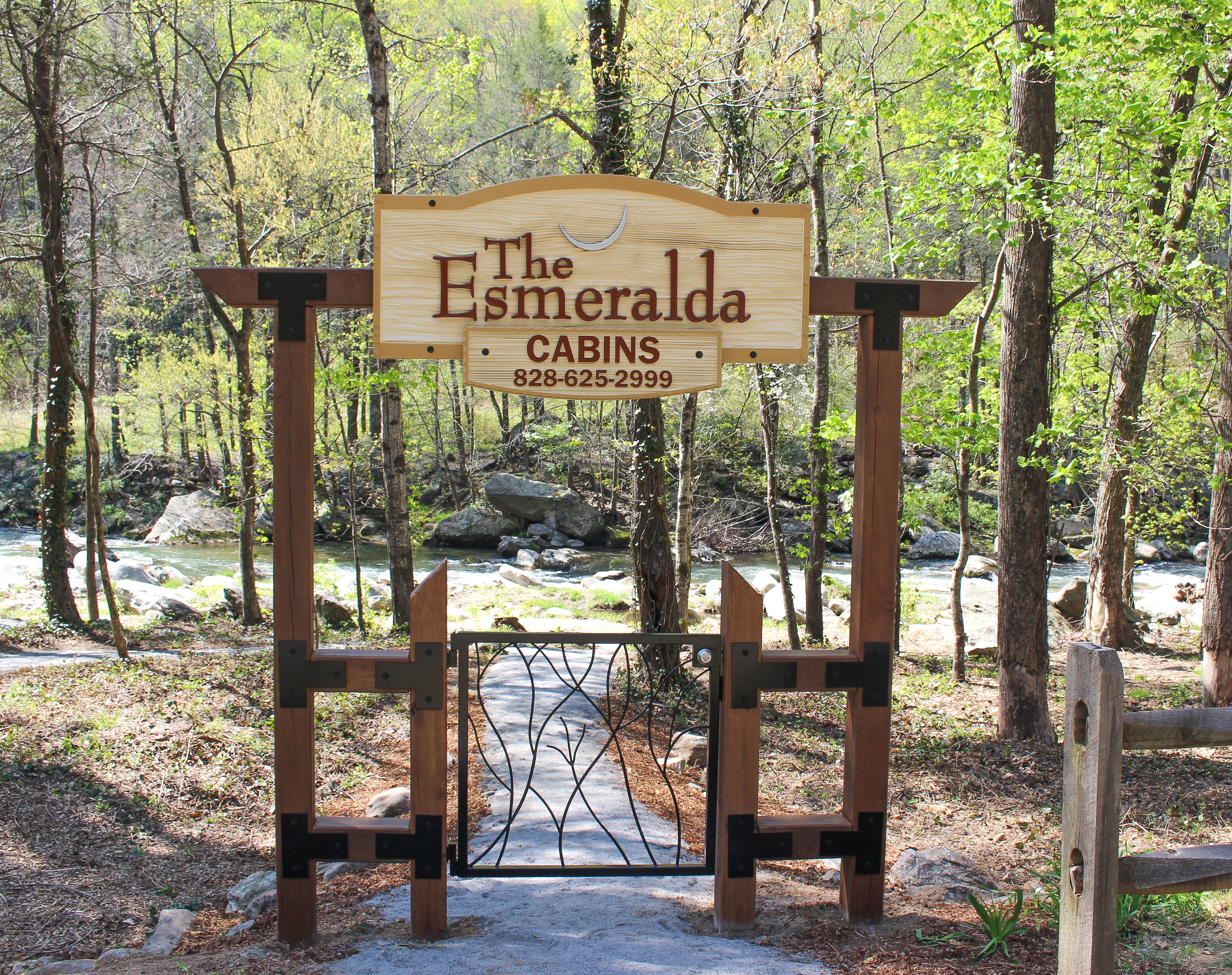 Esmeralda Inn riverside park. Chimney Rock, NC